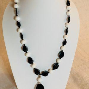 Halsband av agater