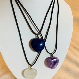 Läderband med silverlås, hjärtpendang av amethyst, lapis lazuli o smokey Quartz