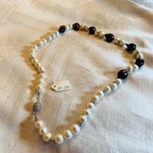 Pärlhalsband av svarta barockpärlor