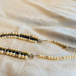 Pärlhalsband av vita odlade sötvattenspärlor